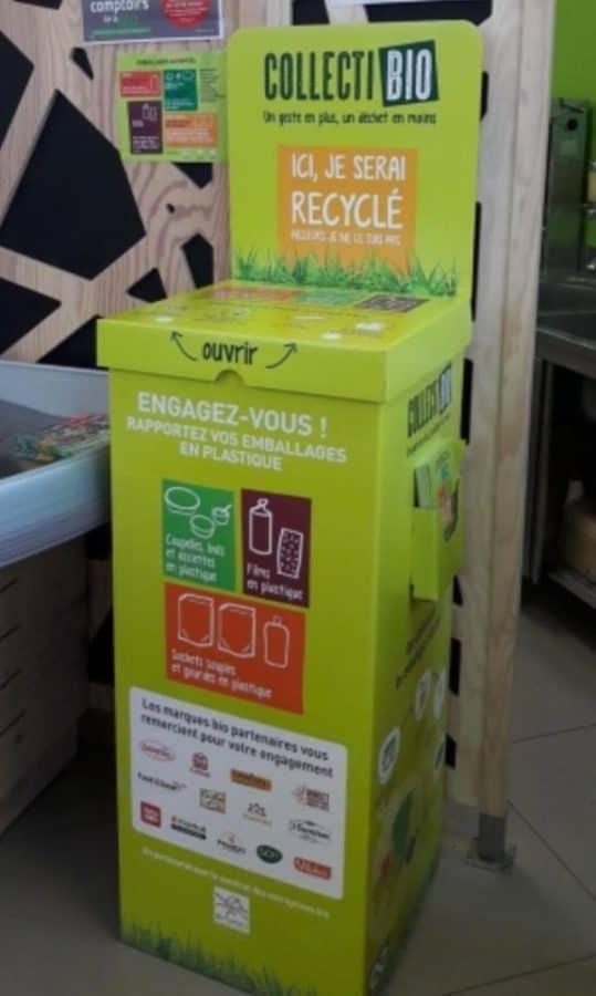 Borne CollectiBio pour recycler les emballages plastiques